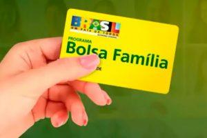 """Bolsa Família de R$ 300,00 é """"PRIORIDADE ZERO"""" para Guedes"""